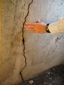 vertical-foundation-crack